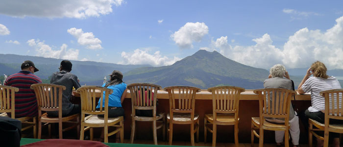 lunch overlook batur mountain